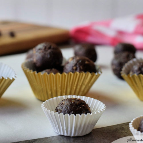 healthy bliss balls with chocolate chips